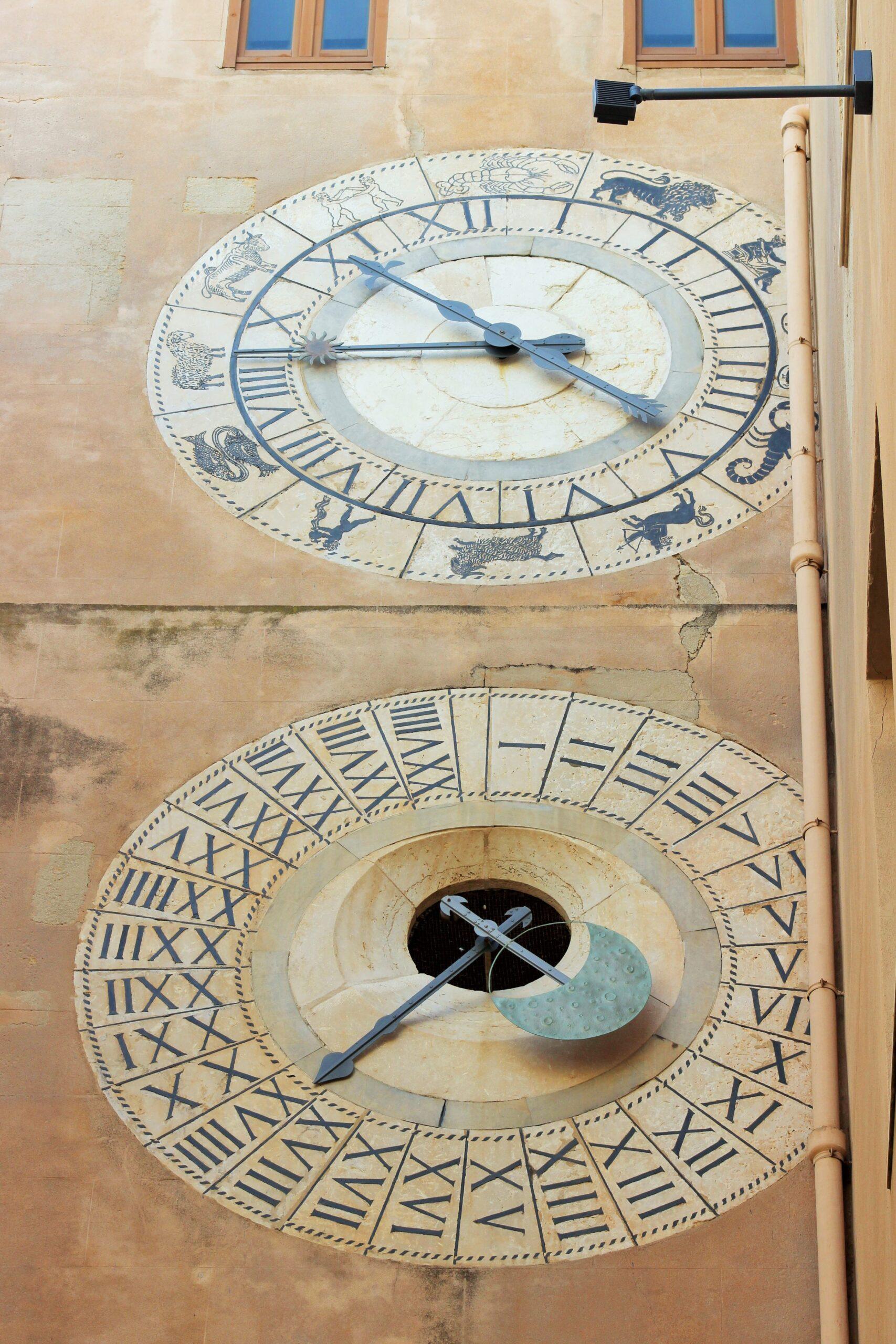 orologio-astronomico-torre-dell-orologio-trapani-porta-oscura